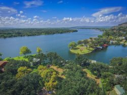 Shady Grove Lake LBJ Luxury Vacation Rental, 235`Waterfront On 2 Acres, Outdoor Kitchen , Frisbee Golf