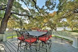 Shady Grove Luxury Lake LBJ Vacation Rental, Volleybal net available for renters