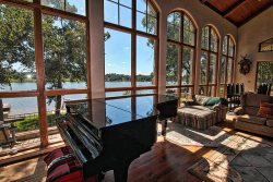 The Villa at Green Harbor - Floor to Ceiling Windows with 5 Star View, WIFI