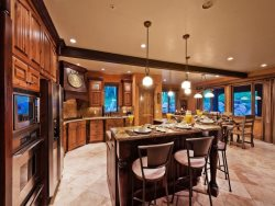 Spacious and Inviting Gourmet Kitchen