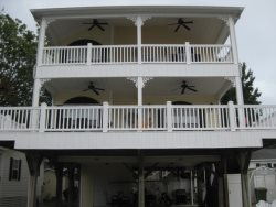 Q 23 Bright Colors Open Plan Overlooking Lake, WIFI in Peak Season and Golf Cart!
