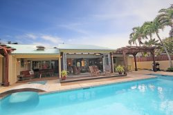 Lei Ohana: Beautifully Remodeled Multi-Family Retreat w/Private Pool, Guesthouse