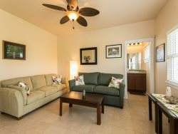 Lalis Cottage-Newly constructed guest house. Air Conditioning. Minutes from Sheraton Beach, Golf Course and Kukuiula Shopping Village