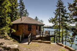 BIRCH LEDGES BOATHOUSE | WEST BATH MAINE | COUPLE`S RETREAT | WATERFRONT | DOCK AND FLOAT