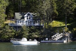 COVESIDE ON LINEKIN BAY | CONTEMPORARY COTTAGE AT THE EDGE OF LINEKIN BAY | COUPLES RETREAT |