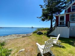 EDGE OF THE SEA | OCEANFRONT | OCEAN POINT | EAST BOOTHBAY MAINE | LIGHTHOUSES | PET-FRIENDLY|ISLANDS