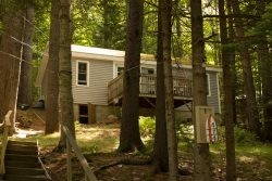 PROVENCE | TWO-BEDROOM COTTAGE | WOODED SETTING | PET FRIENDLY| ASSOCIATION DOCK & FLOAT