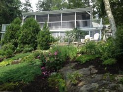 THE NEST| EAST BOOTHBAY | GREAT LOCATION | EASY WALK TO RESTAURANTS AND MORE | GREAT VIEWS | SCREENED PORCH