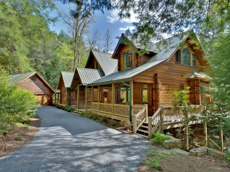 Bear creek lodge blue ridge cabin rentals for Large cabin rentals north georgia