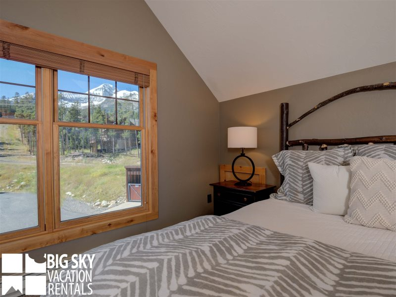 Big sky resort lodging montana luxury vacation rental for Big sky cabin rentals