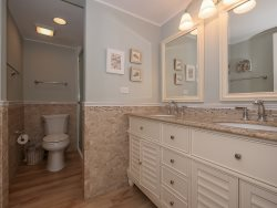 Shared Bathroom Hall\/Twin Bedroom at 1704 Bluff Villa has a shower\/tub combo