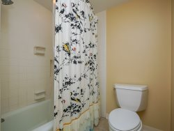 Shared Bathroom for both Twin Bedrooms