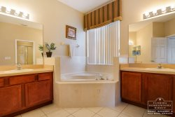Calabay Parc at Tower Lake Disney Community - Master Bathroom