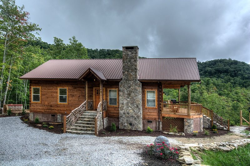 Secluded Luxury Log Cabin With Mountain Views Near Bryson