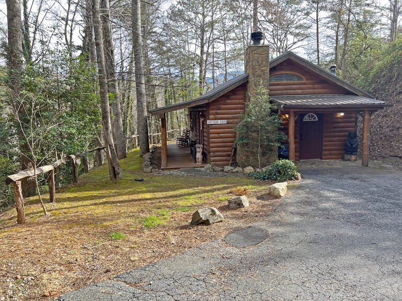 Affordable log cabin near cherokee nc for Log cabins rentals