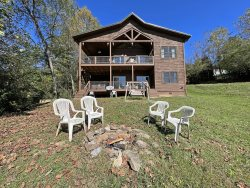 Large Group Lodging With Swimming Pool Near Bryson City