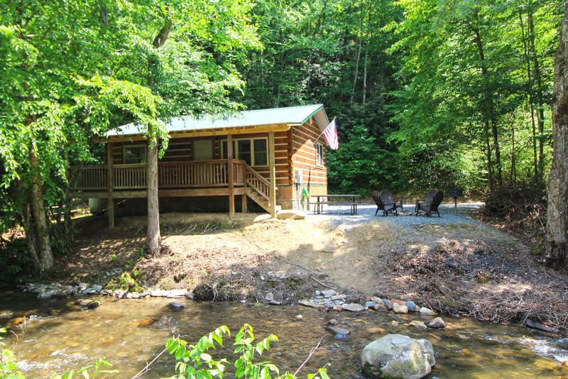 Bryson city log cabin rental on creek north carolina for Cabin rentals near smoky mountains