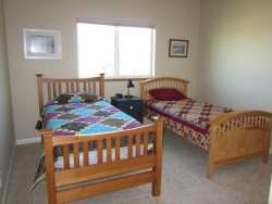 Crows Nest - 2nd Level - Bedroom 2 with 2 Twin beds