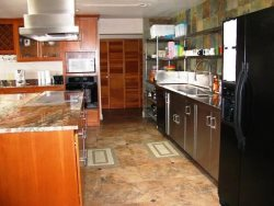 Pacific Villa - Street Level - Kitchen, island with 6 burner stovetop