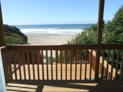 Annas Beach House - Lower Level Deck
