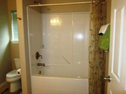 Oceana - Upper Level - Bedroom Suite 2 - Bathroom - Shower and Tub Combo