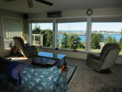 Newport Getaway - Family Room - View