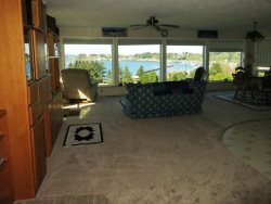 Newport Getaway - Family Room - Bay View