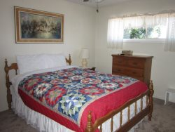 Newport Getaway - Master Bedroom - Queen Bed