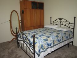 Newport Getaway - Bedroom 3 - Queen Bed, photo 1