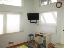 Great Escape - Bedroom 2 - TV and Desk
