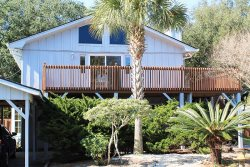 #13 5th Avenue - Upstairs - Close to the Beach, Shopping and Dining