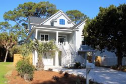 1513 Miller Avenue - Bright and Beachy - Great Location - Deluxe Amenities
