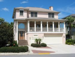 #4 13th Street - 2nd House from the Beach - Custom Woodwork Throughout - FREE Wi-Fi