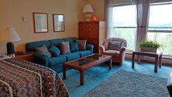 The Copper Cup, charming studio in amenities building - ski out Brian Head sleeps 2 - 4