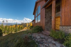 Stunning lodge home at Ruby Ranch in Silverthorne, Colorado