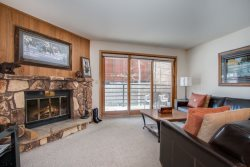 Snowdance Manor 206 - Walk to slopes, indoor pool and hot tub, Mountain House!