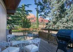 Quaint Country Style Home located in the middle of Uptown Sedona! CAPITAL BUTTE - S054