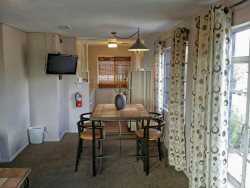 CUTE UPTOWN APARTMENT, MINUTES FROM OAK CREEK CANYON. 2ND FLOOR UNIT