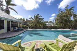 MANATEE COVE BEACH HOUSE ~ WALK TO FAMOUS 3RD ST SHOPPING AND DINING!