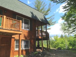 Private Log home in Bartlett - Close to Story Land and Skiing!