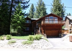 Fantastic, Deluxe Tahoe four bedroom home with hot tub and pool table