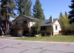 Large Tahoe home with large yard, hot tub and pool table