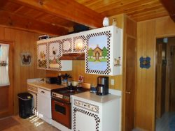 Dun Wurkin` Cabin - Great location with level, easy walk to town.