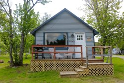 1 BR\/1BA Waterfront Cabin, Just Steps from the Water, Sleeps 5