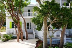 Brand New! Enjoy your Islamorada vacation in the Florida Keys from this 3 bedroom Villa Rental and community pool, near Mile Marker 81.8.