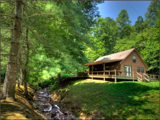 Secluded creekside cabin in smoky mountains near bryson for Smoky mountain nc cabin rentals