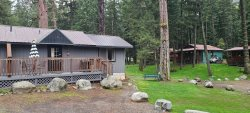 One bedroom cabin w king bed and lawn/picnic table