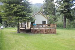 One Bedroom Large Deck and Yard