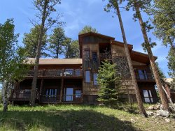 Alpine Escape - Upscale Cabin with 2 Master Suites