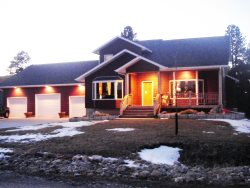 Otter Road Home-Sturgis Rally Rental in Sturgis with large garage, Wi-Fi, A/C